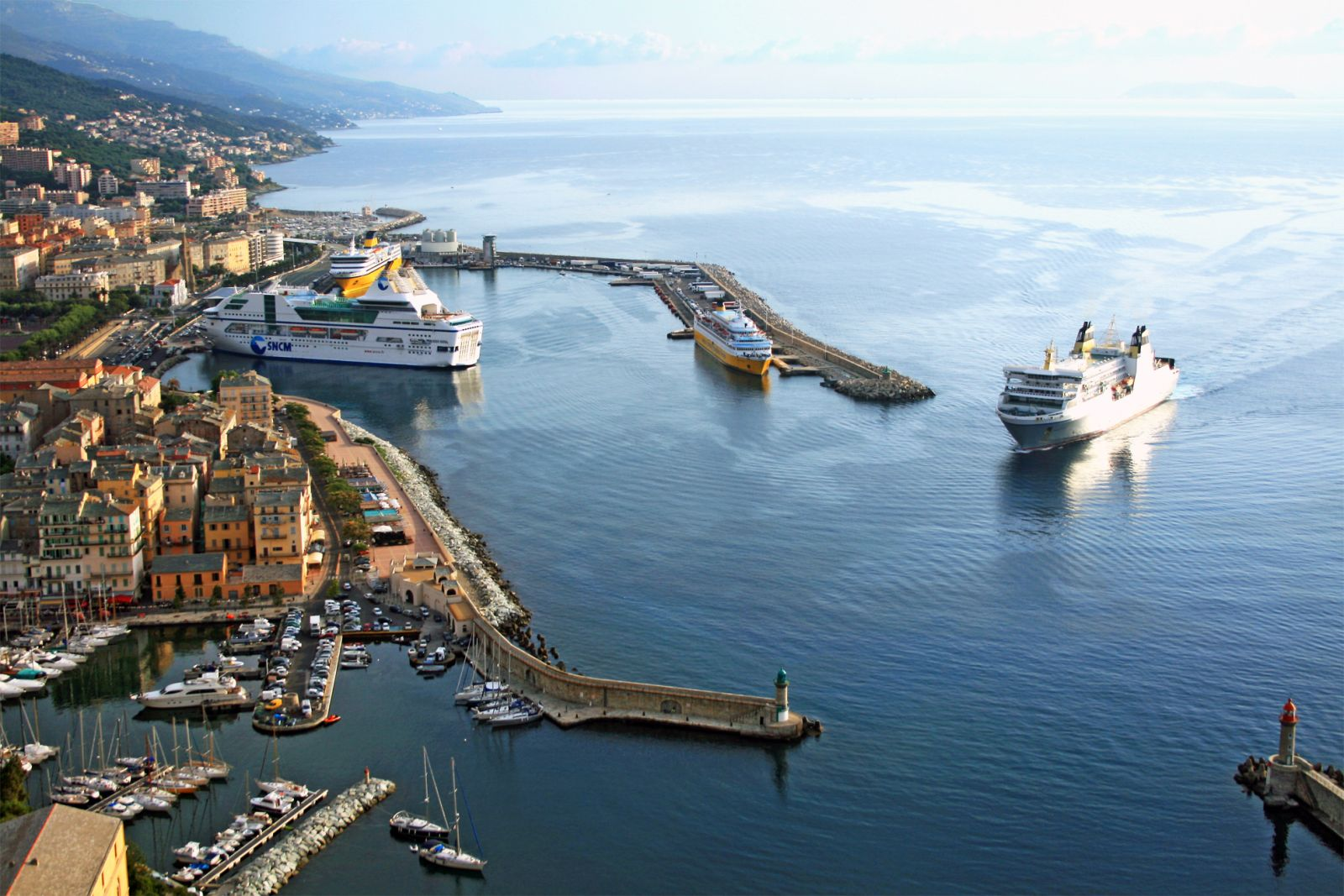 Bastia vue par un drone pari s sur la corse for Un porte vue
