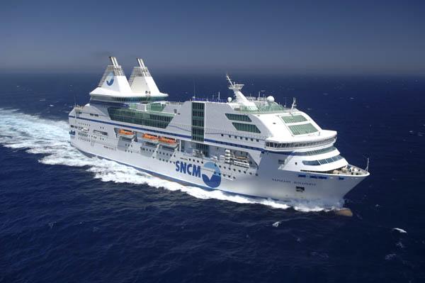 Travers e en ferry vue par un drone pari s sur la corse - Bastia marseille bateau ...